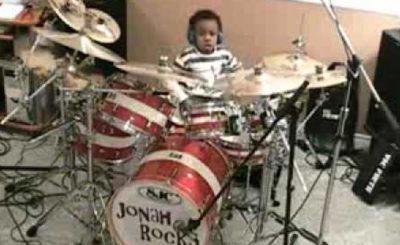 двухлетний барабанщик